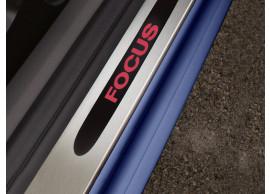 Ford Focus 2004 - 2011 instaplijsten voor 5-drs / sedan / wagon, met rood verlicht Focus-logo