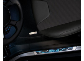 Ford-Focus-2011-2018-instaplijsten-voor-met-blauw-verlicht-Focus-logo-1862646