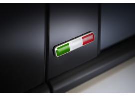 fiat-embleem-voor-deurstijl-italiaanse-vlag-50926893